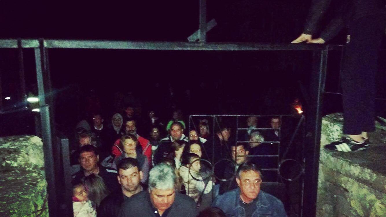 """Опашки от вярващи! Жителите и гостите на Годеч препълниха храма """"Свети Димитър"""""""