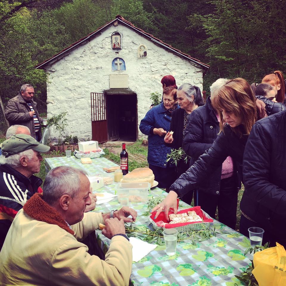 Манастирът в село Комщица се сдоби с иконостас