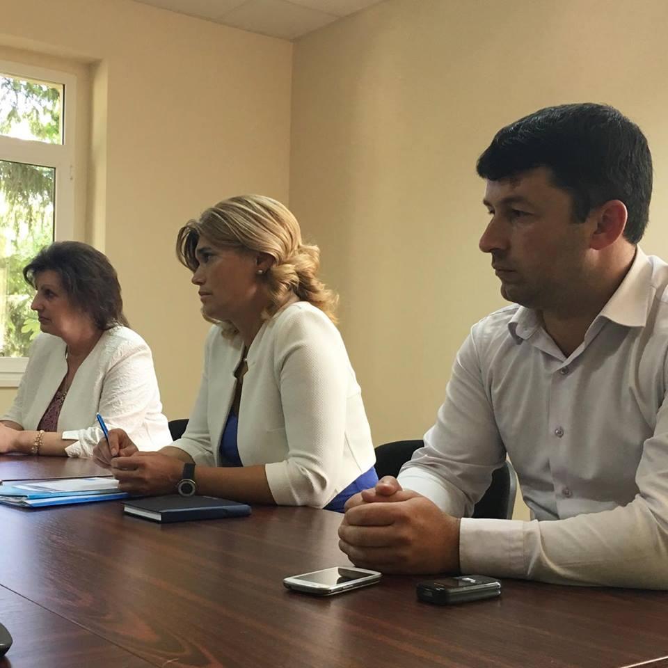 Депутатът от ГЕРБ Галя Георгиева на крака в Годеч, срещна се отблизо с жителите на града