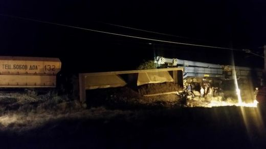 Товарен влак, пътуващ от Станянци, дерайлира край Петърч, блокира международната линия към Сърбия