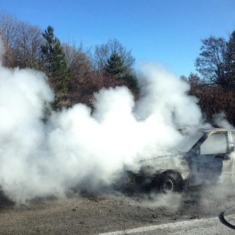 Техническа неизправност подпалила колата край Понор