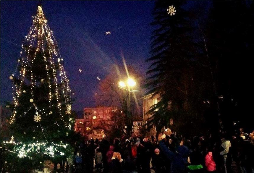 На 9-ти декември палим светлините на коледната елха