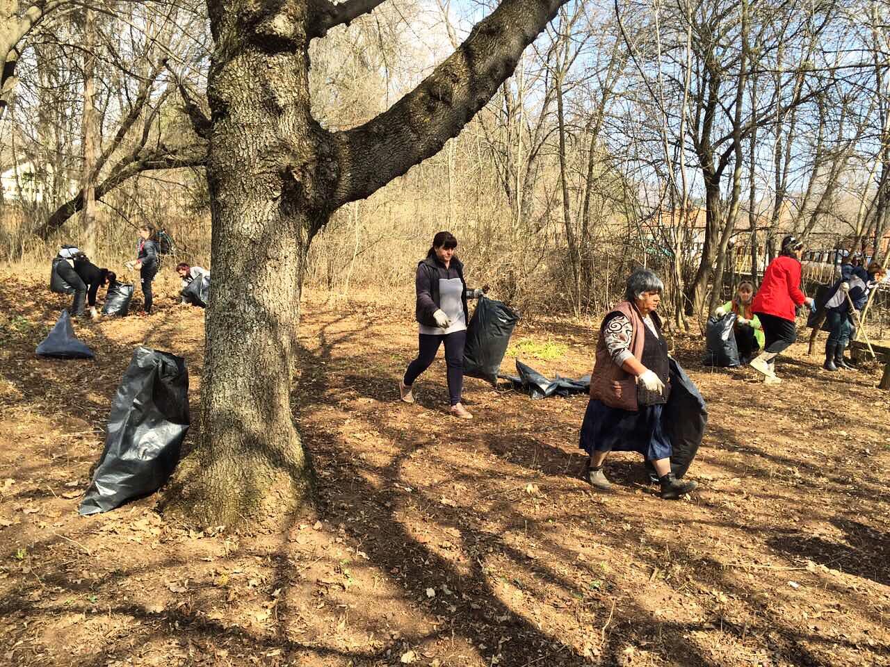 Продължава почистването на парка до болницата – 1 април, събота, 9 часа