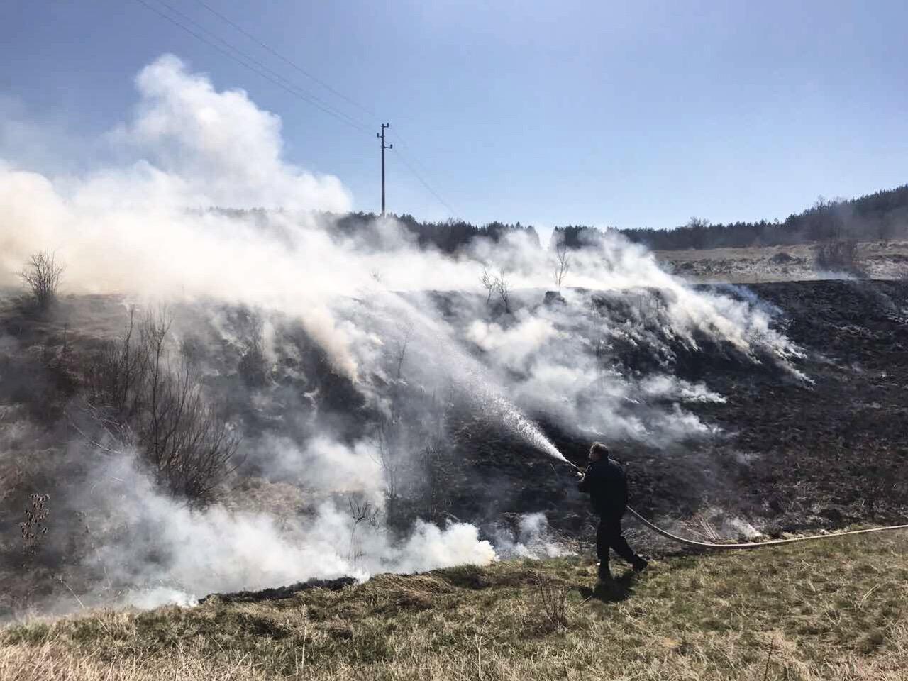 """От последните минути: Пламъци обхванаха квартал """"Молак"""" (СНИМКИ)"""