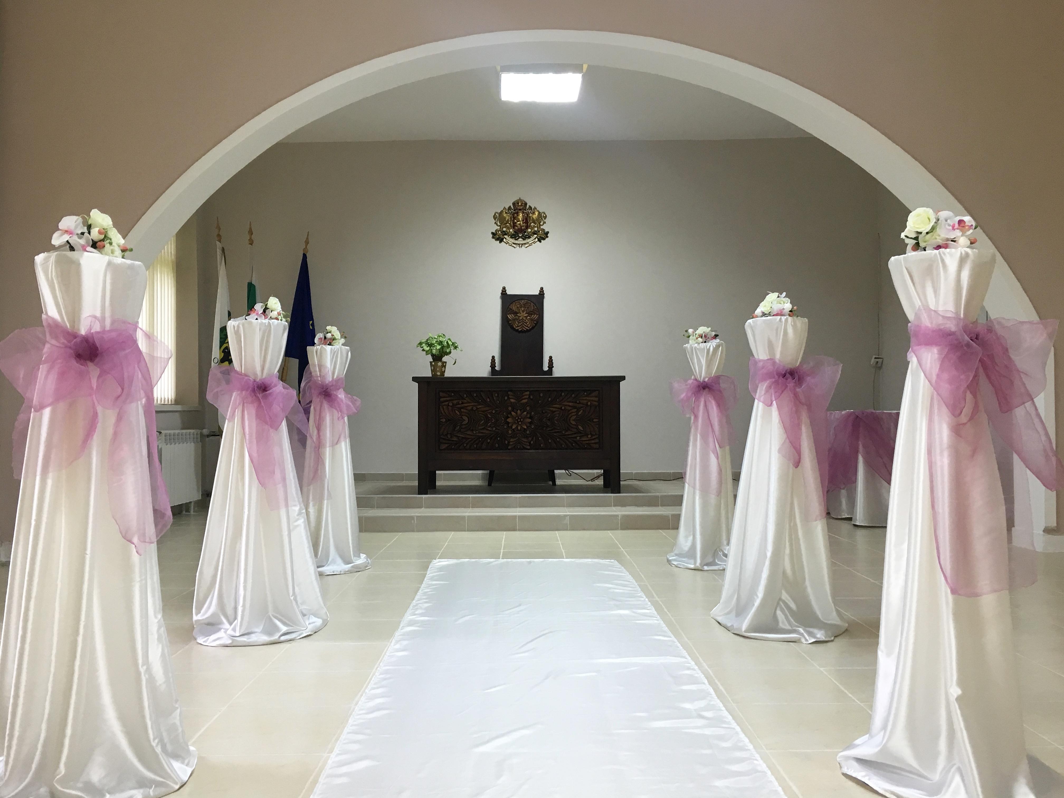 Обновена ритуална зала посреща първите младоженци за 2017-а година