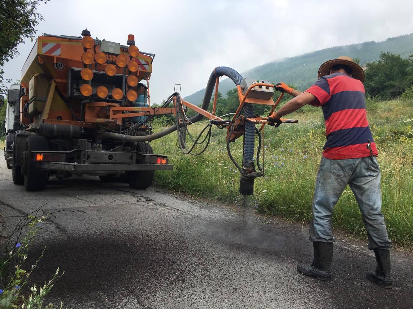 Запълниха дупките по пътя за Бракьовци. Какви ремонти още предстоят?