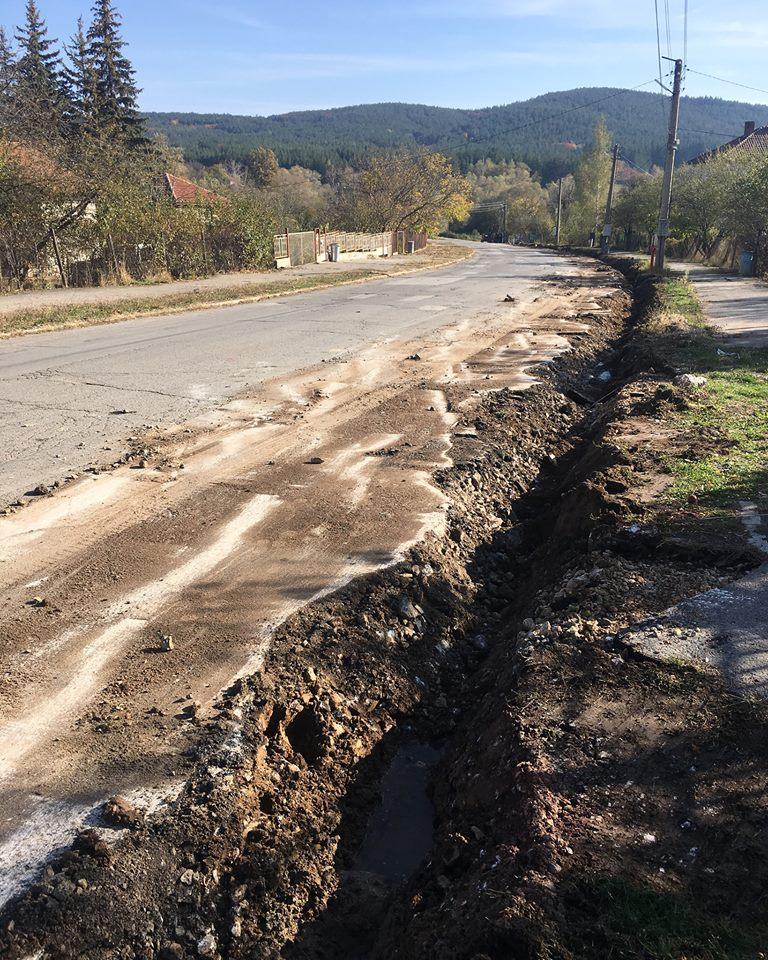 """Започна ремонтът по """"Софийско шосе"""" (СНИМКИ)"""