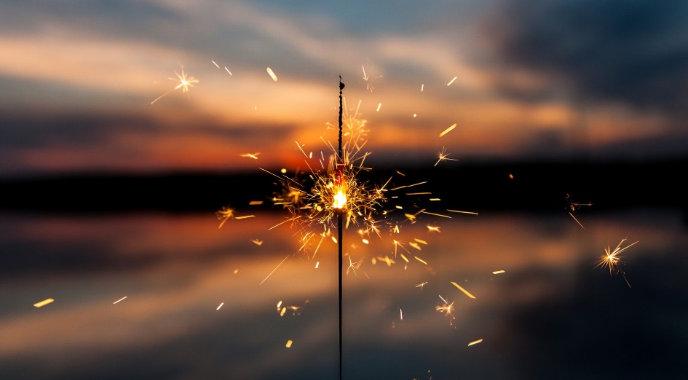 """Честита Нова 2018-та година, читатели и приятели на """"Актуален глас""""! Нека бъдем по-добри и по-човечни един към друг"""